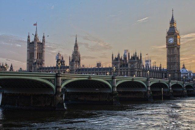 Celkový počet zamestnancov vo Veľkej Británii dosahuje vysoký rekord