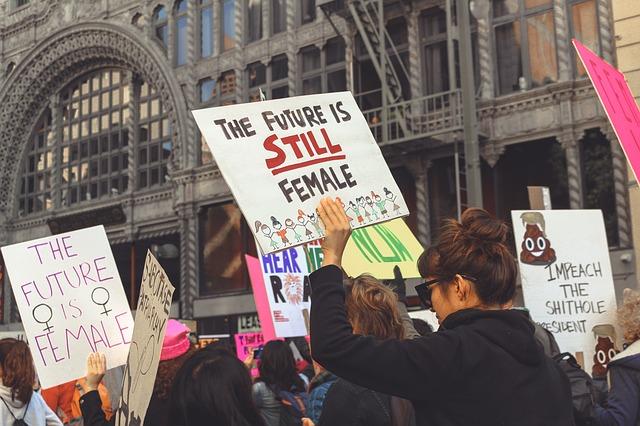 Nebyť feministkou je trestné?