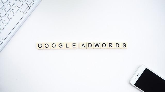 Google AdWords, mobil, klávesnica.jpg
