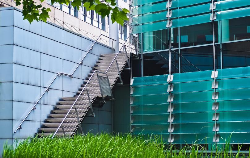 sklenené prvky na architektúre