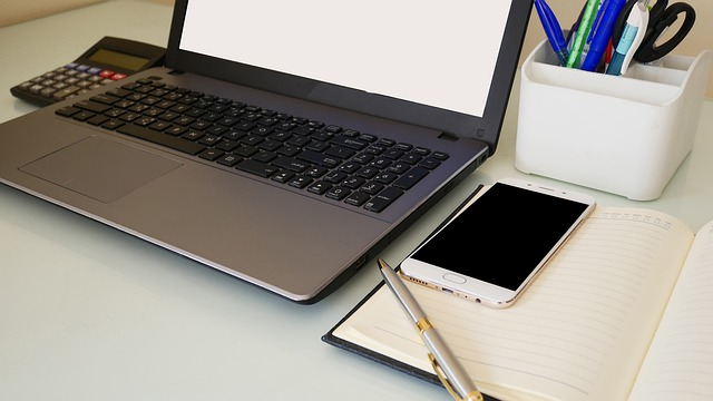 Notebook, notes s perom, mobil